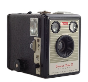 """Kodak Brownie Flash III camera - Photo by >a href=""""https://commons.wikimedia.org/wiki/User:NotFromUtrecht"""">NotfromUtrecht and shared under a Creative Commons Attribution-Share Alike 3.0 Unported licence."""